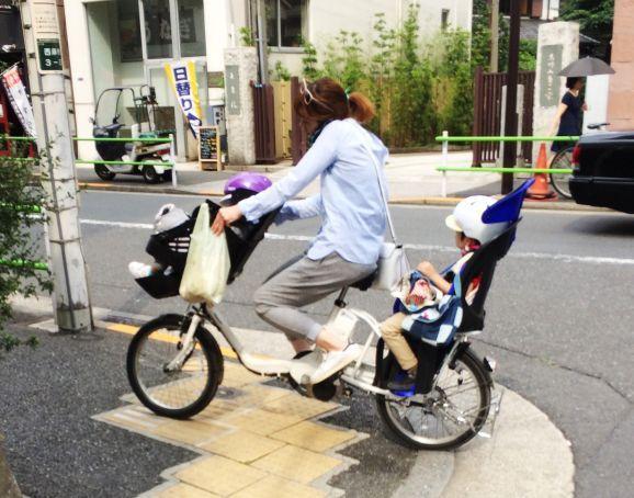 Le #mamme sono multitasking a qualunque latitudine! XD Very #japan style!