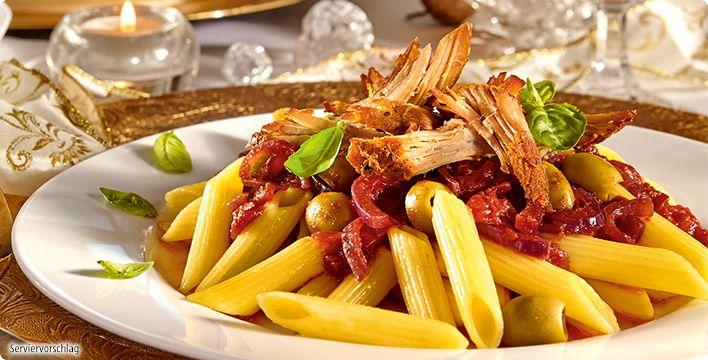 Rezept: Zartes Pulled Pork mit würziger Rotwein-Tomatensauce und Pasta