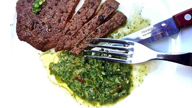 Yrttikastike Argentiinasta on Siken mielestä maailman paras grillisoosi.