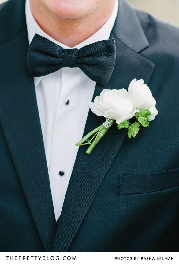 Black bow-tie & white boutonniere | Photography: Pasha Belman Photography