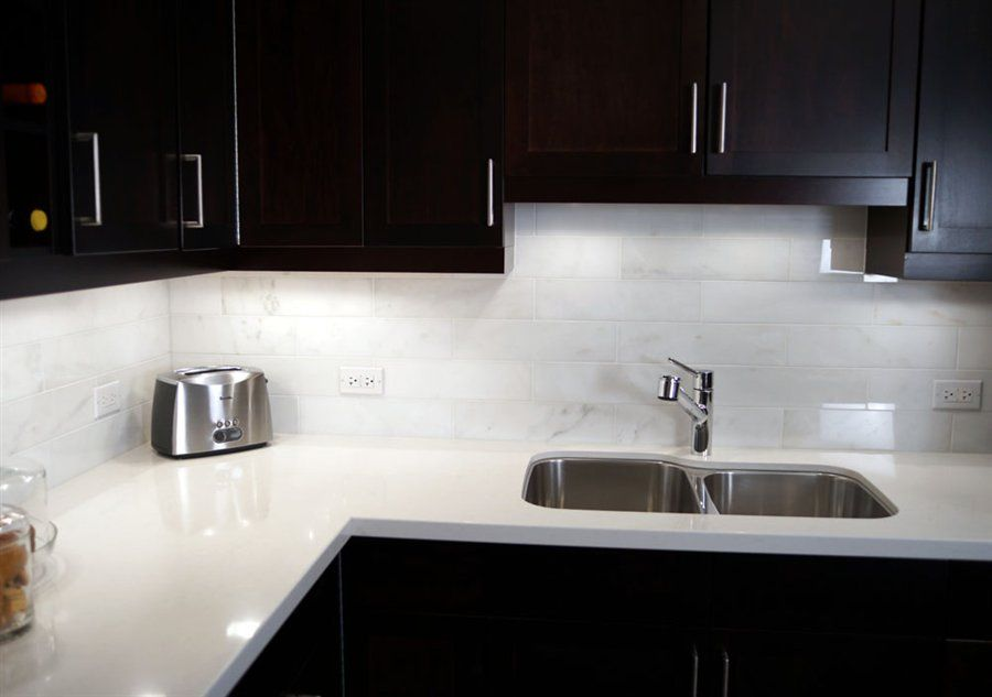 A Wonderful Pairing Gleaming White Quartz Countertops