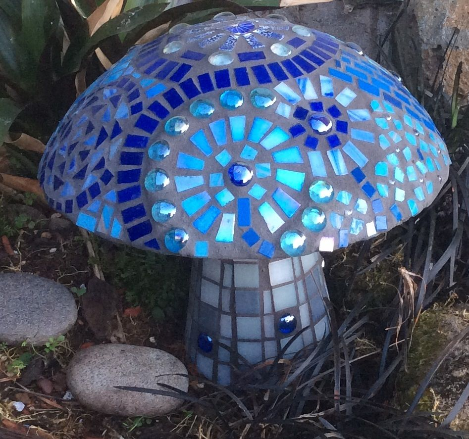 Blue mosaic mushroom i made inspired by all the beautiful for Mosaic garden designs