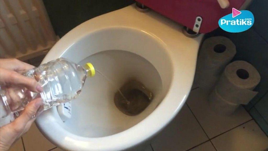 7 astuces pour des toilettes propres sans produits. Black Bedroom Furniture Sets. Home Design Ideas
