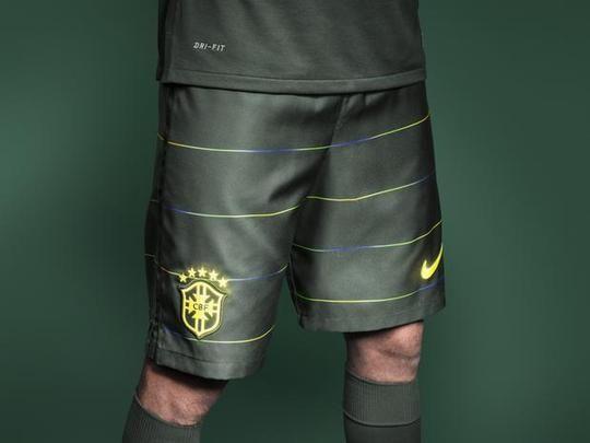9090f75d35 Terceira camisa da Seleção Brasileira - camisa em tom verde brilha no  escuro - Divulgação