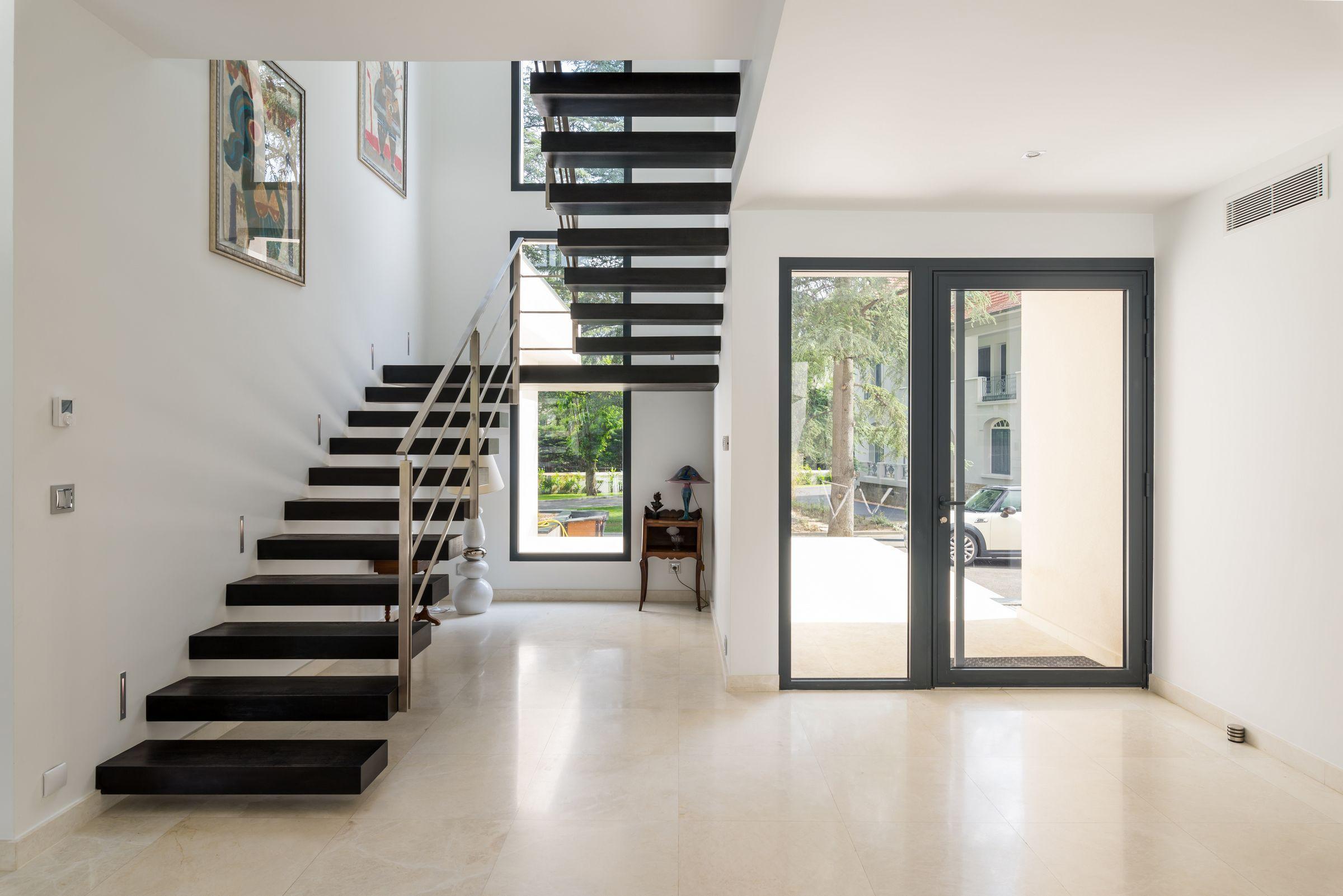 double escalier pur dans une villa saint etienne par l 39 architecte d 39 int rieur laura. Black Bedroom Furniture Sets. Home Design Ideas