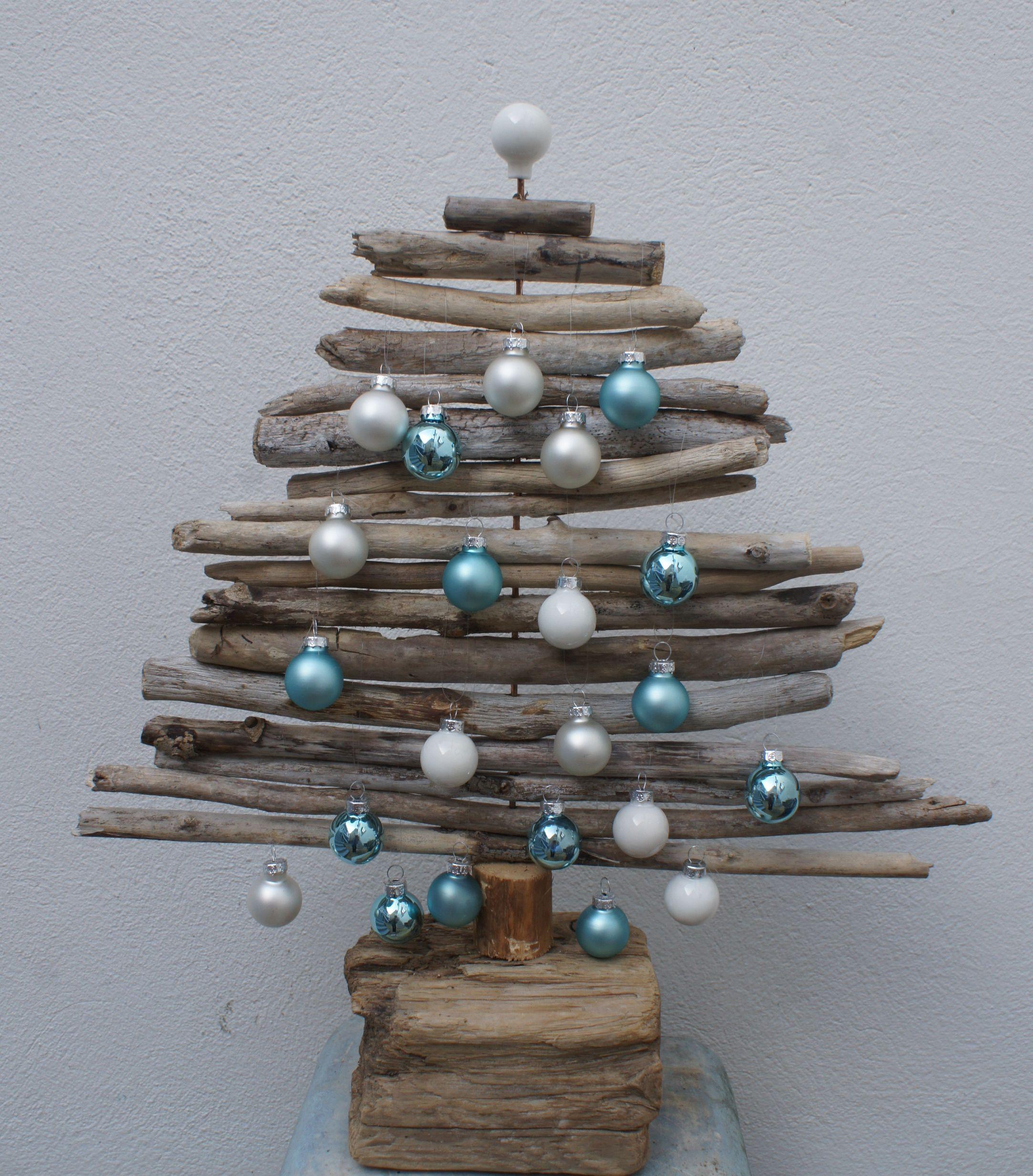 tannenbaum aus treibholz treibholz weihnachtsbaum holz. Black Bedroom Furniture Sets. Home Design Ideas