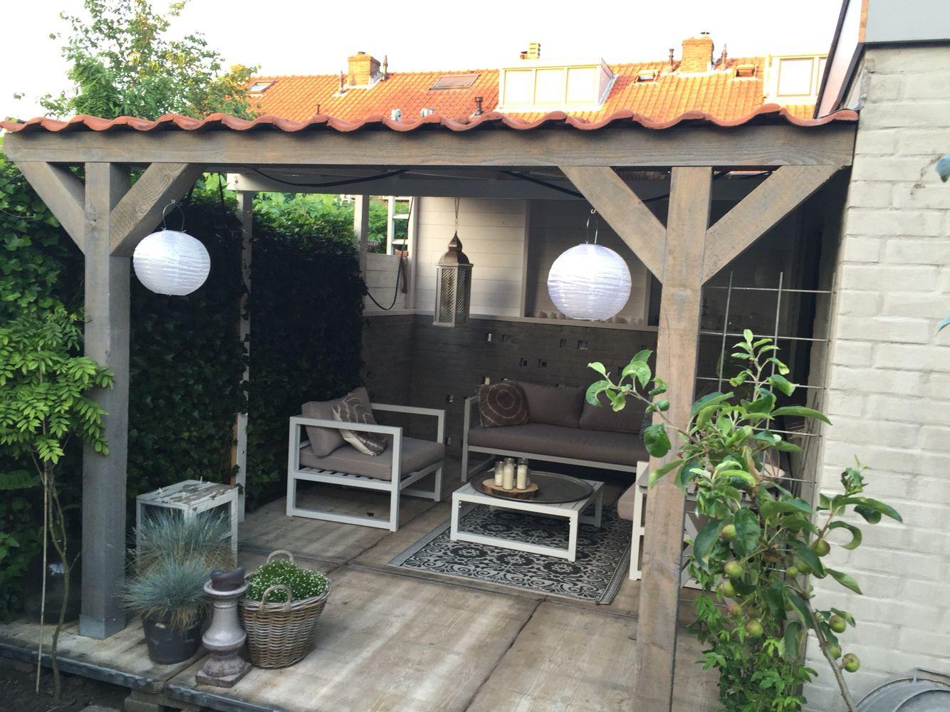 Stoere overkapping met steenschotten als vloer tuin garden pinterest tuin met en tuinhuis - Overdekte patio pergola ...