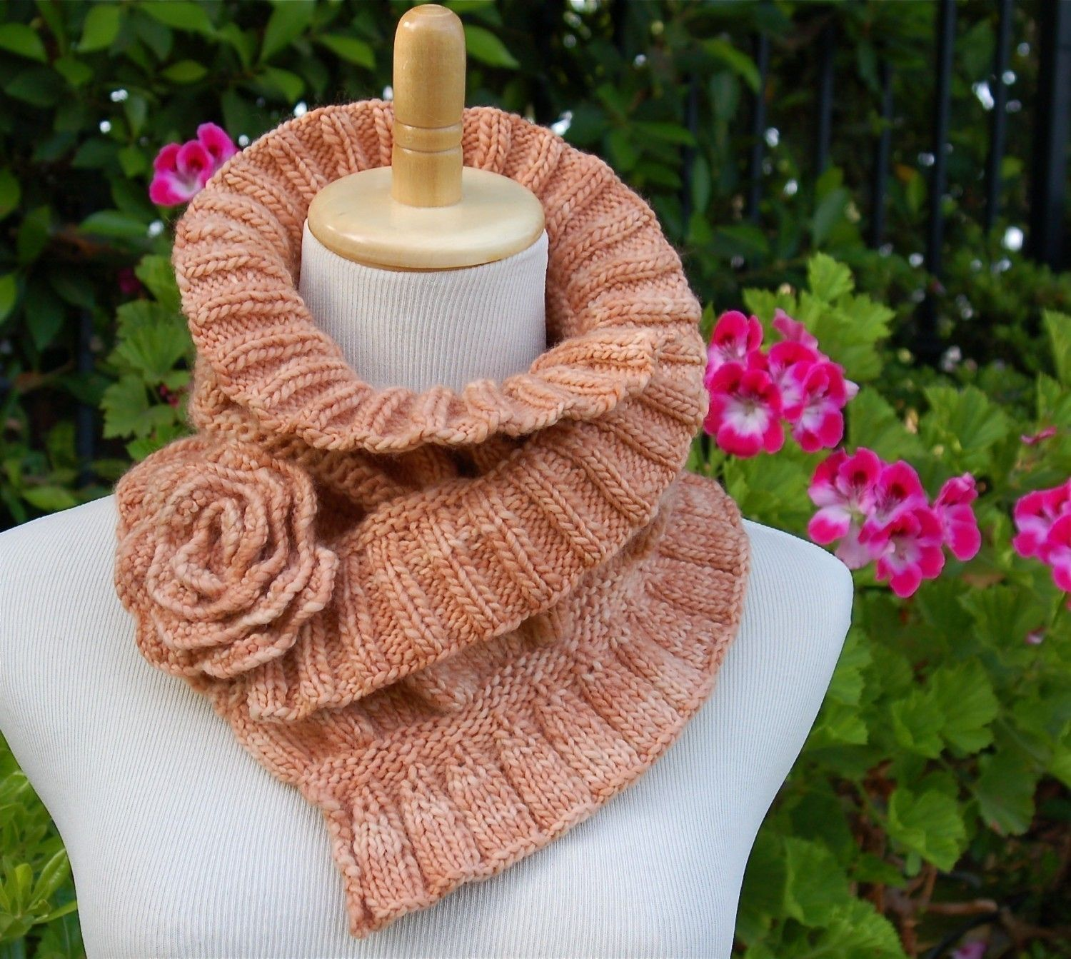 Ruched Cowl Knitting Pattern : Ruffled and Ruched Scarf PDF Knitting Pattern. Scarf Fashions Pinterest ...