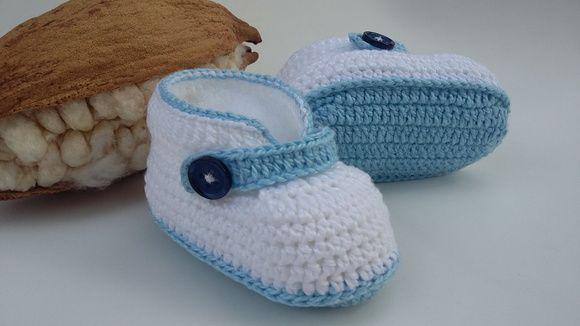 Botinha de crochê confecionada em linha Anne. Uma ótima opção para  presentear seu bebê. Tabela de tamanhos disponíveis  Número   Medida    Idade   13. 1f7407053ed