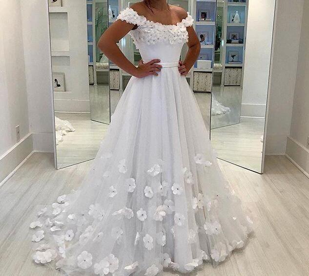NEW! Fashionable Tulle V-neck Neckline A-line Wedding