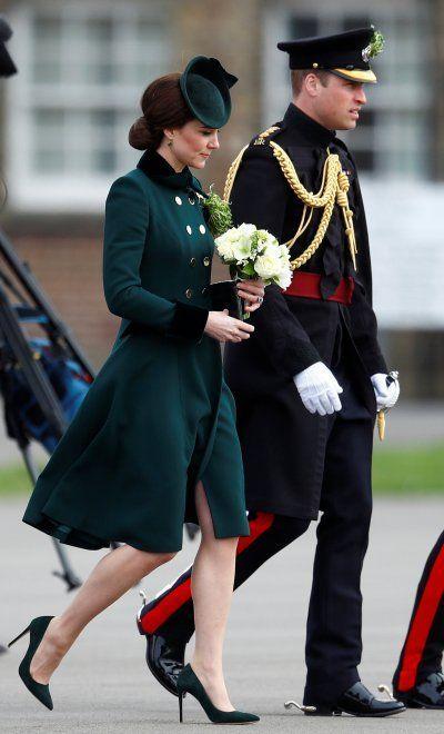 """Kate Middleton insieme al principe William: la prima uscita in pubblico dopo la vacanza """"scandalosa"""" del marito"""