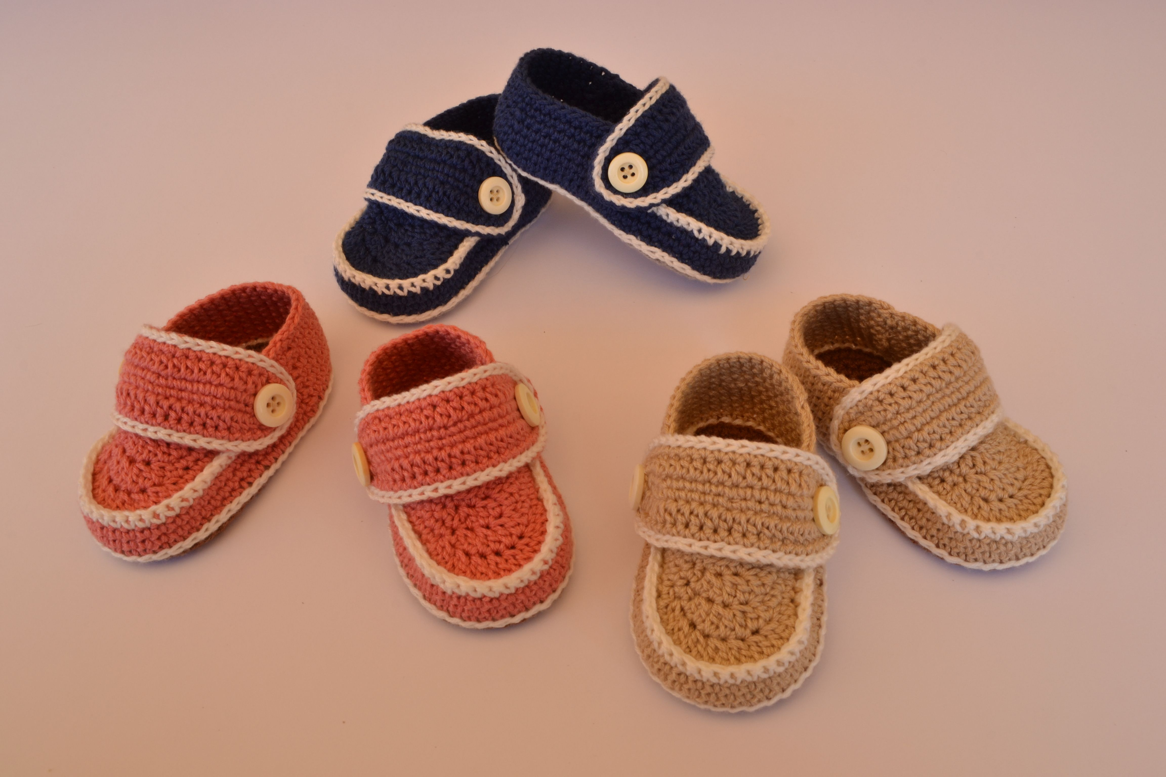 Mocasines de crochet para bebés de diferentes colores y tallas.  https://www.etsy.com/es/listing/200681679/zapatos-mocasines-para-bebe-hechos-a?