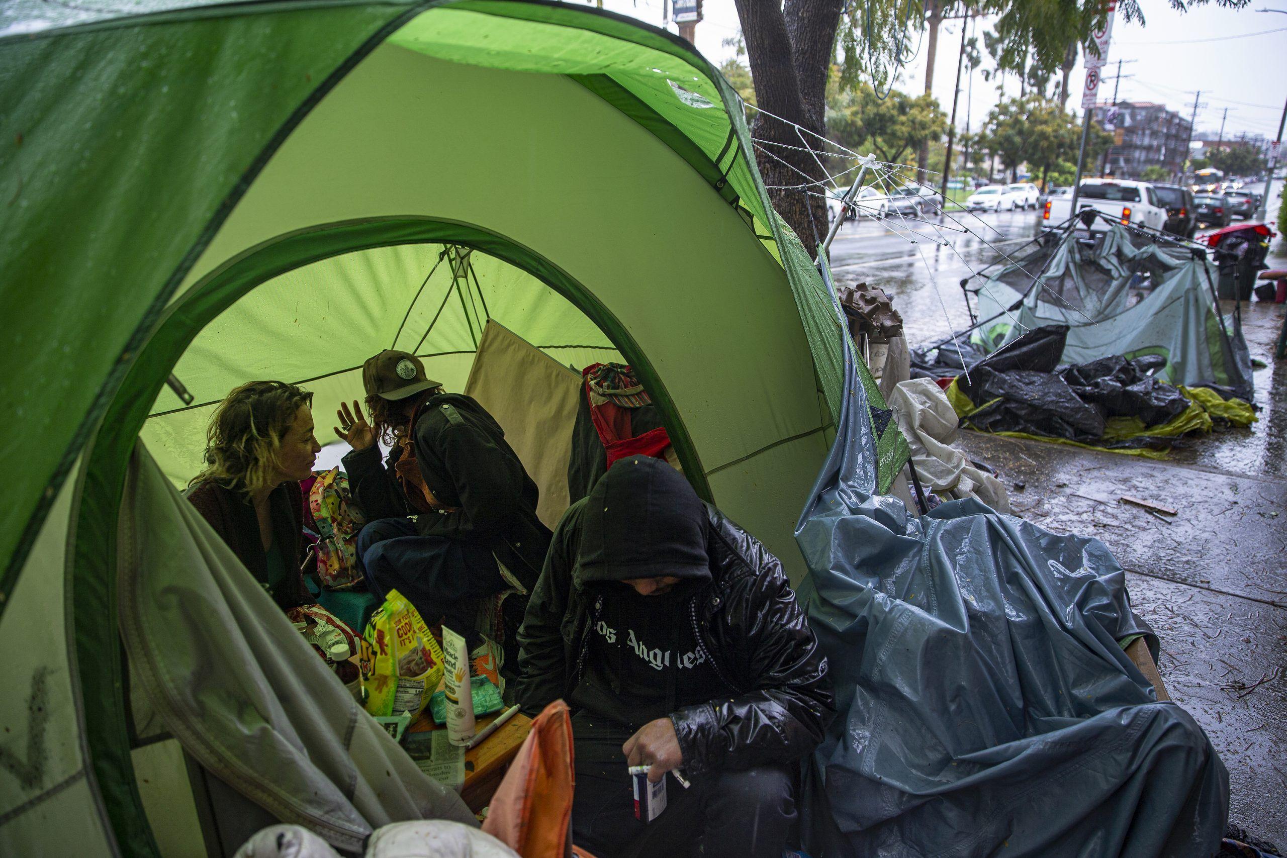 加州街友是防疫破口 州長 將安排入住汽車旅館或露營車 Https Kairos News 182881 Echo Park Lake Homeless California