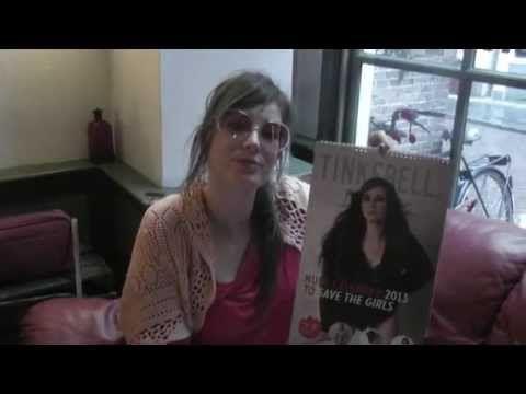 Ik ging gangnam dansen met Tinkebell! Zie hier de clip en vind uit wat haar naaktkalender te maken heeft met het redden van prostituees in Manilla.