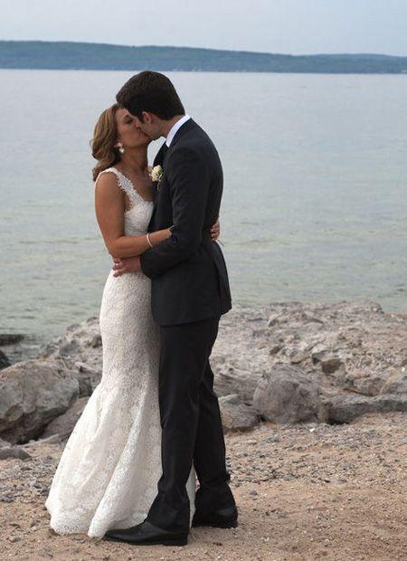 Ginger Zee S Wedding Photos 7 Ways She Showcased Michigan Ginger Zee Michigan Wedding Party Pictures