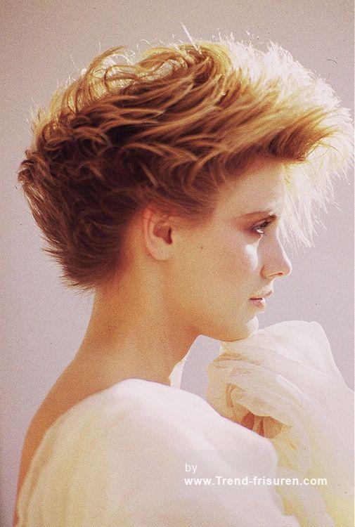 STEVEN CAREY Mittel Rot weiblich Gerade 80er Jahre Farbige Flicked Damenhaarschnitt Frisuren  hairstyles