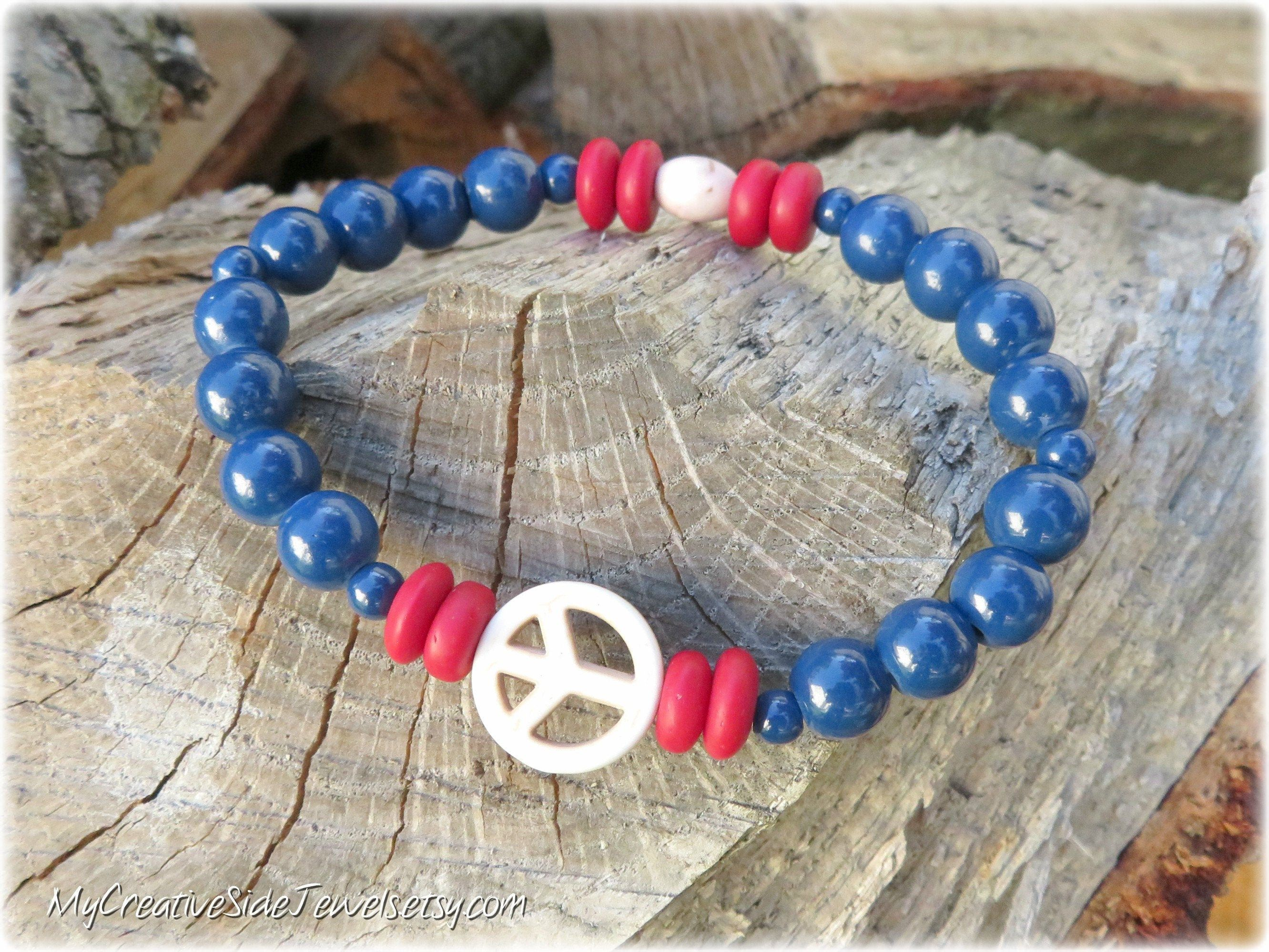 Red White And Blue Bracelet Peace Sign Bracelet Beaded Etsy In 2020 Patriotic Jewelry Hippie Jewelry Beaded Jewelry Designs