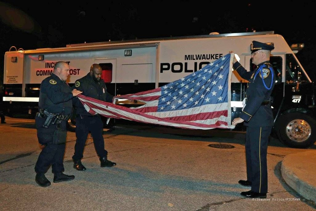 Protester Stomps Burns Flag Outside Of Gop Debate But His Anti America Demonstration Backfires In Major Way Milwaukee Republican Debate Milwaukee City