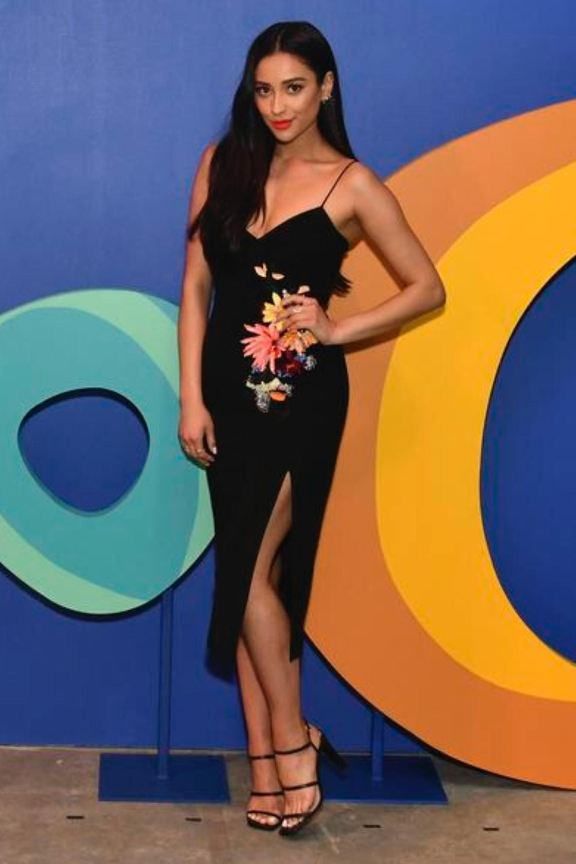 577f8012c4 Shay Mitchell wearing Nine West Gabelle Strappy Sandals and Cushnie Art  Ochs Ivana Camisole W  3d Floral Embroidery