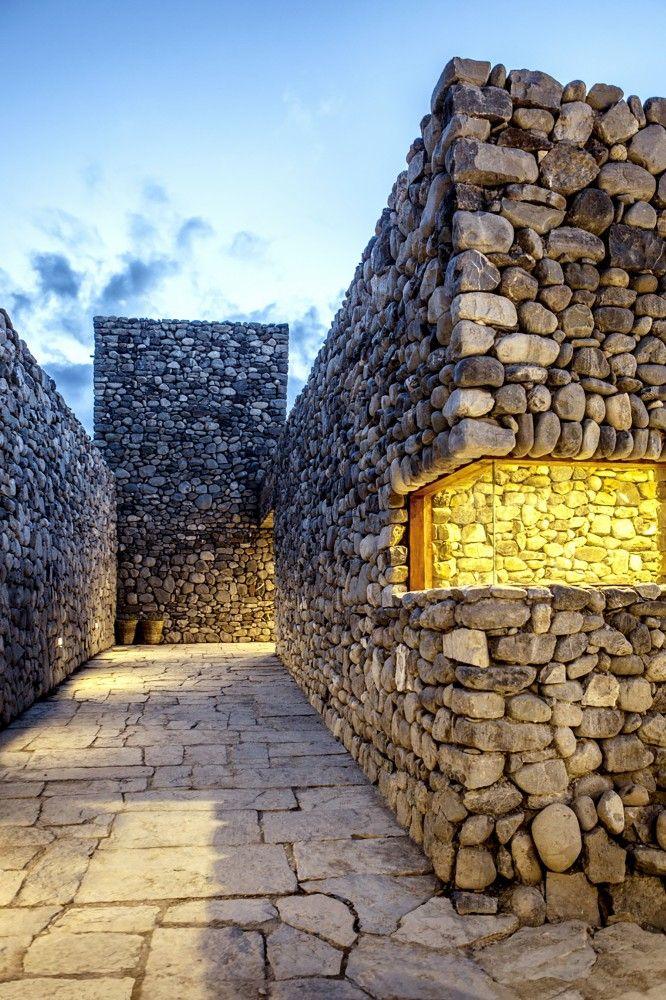 Himalesque / ARCHIUM - http://www.archdaily.com/495703/himalesque-archium/