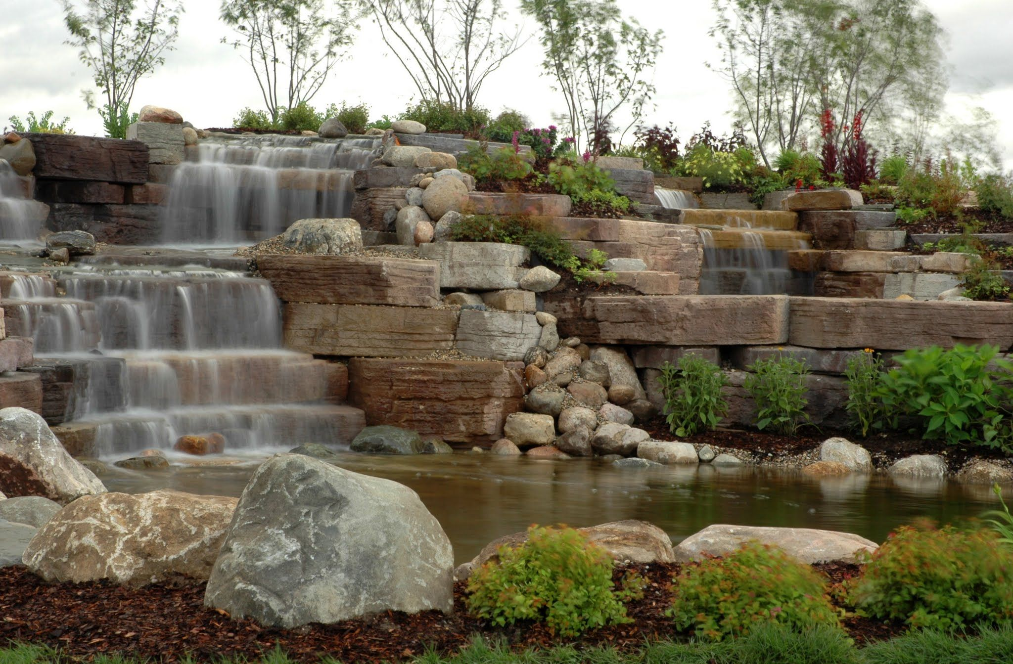 Stacked stone water feature - Rosetta Outcropping Stone