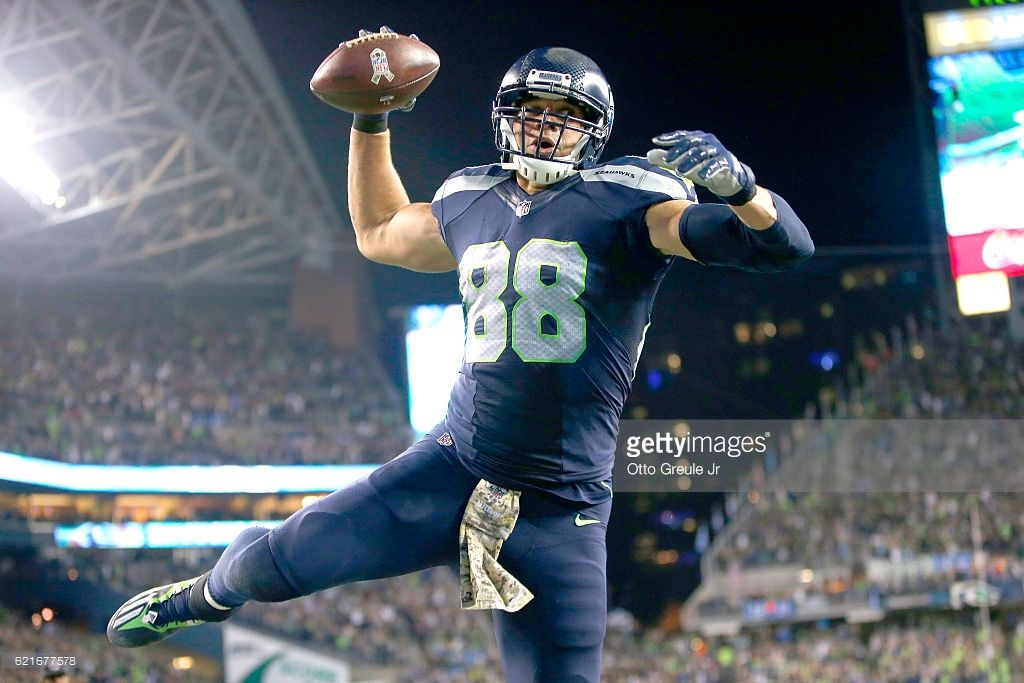 Tight End Jimmy Graham Of The Seattle Seahawks Spikes The Ball After Fantasy Football Seattle Seahawks Football Football