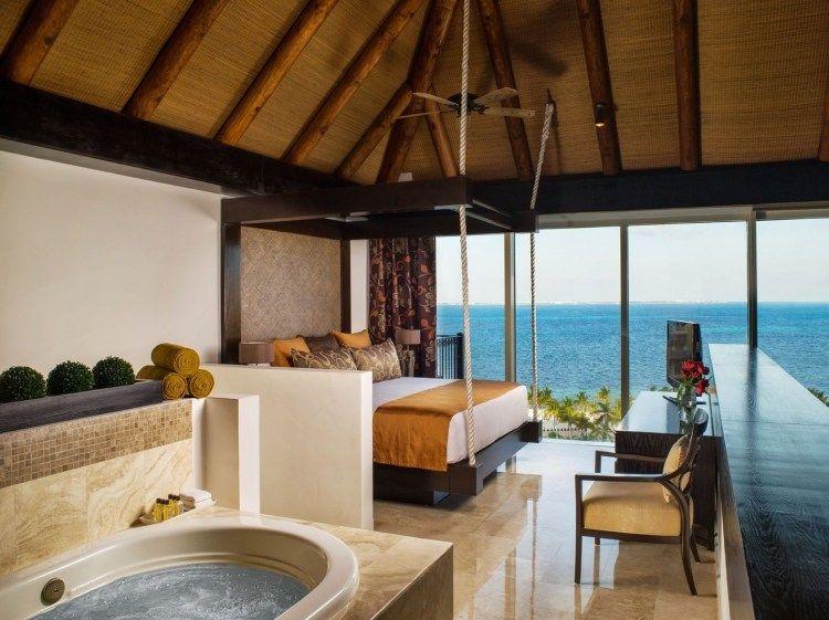 chambre avec jacuzzi en travertin et mosaique et panorama sur mer