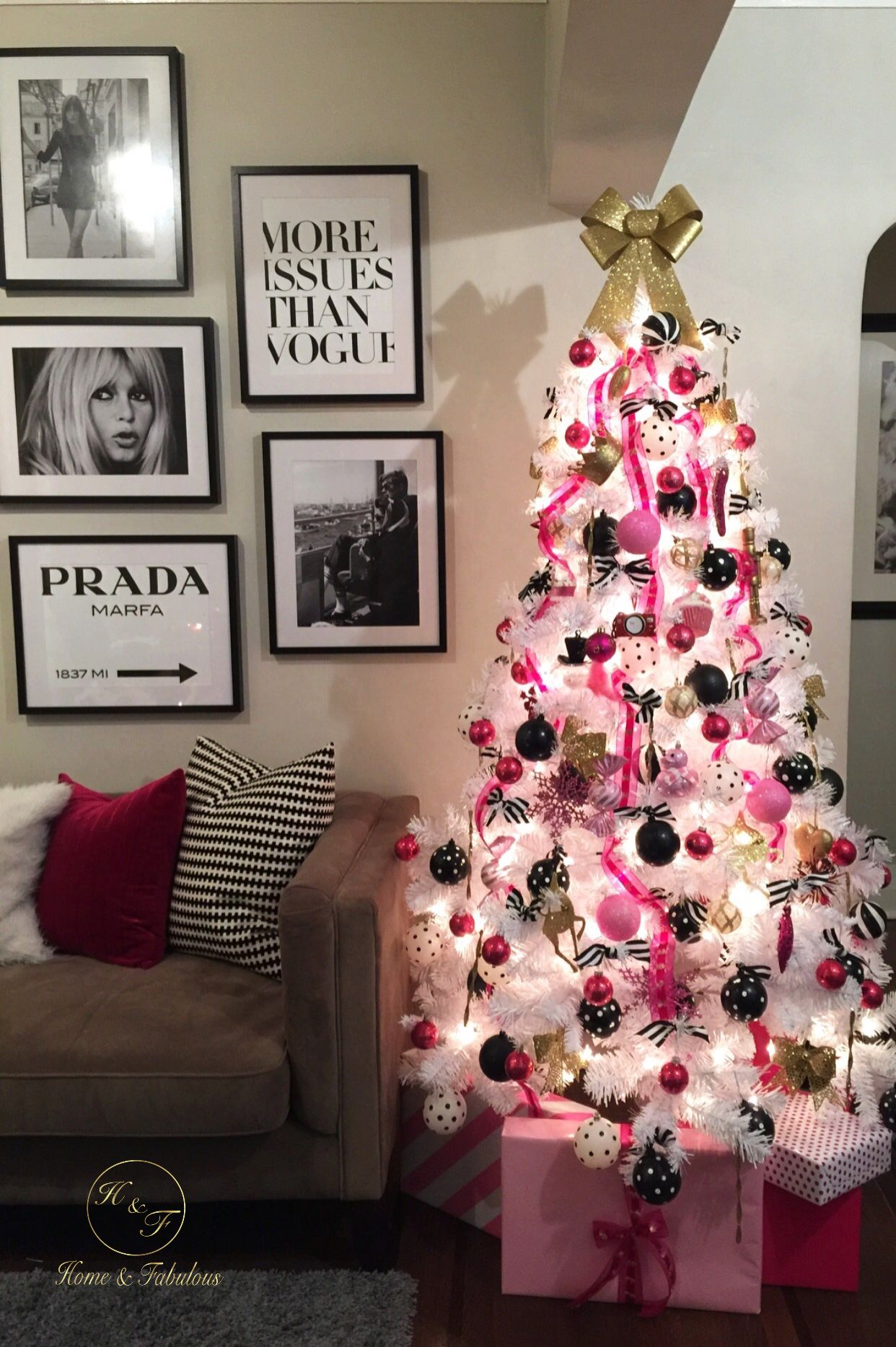 die besten 25 girly christmas tree ideen auf pinterest wei e weihnachtsb ume weihnachtsbaum. Black Bedroom Furniture Sets. Home Design Ideas