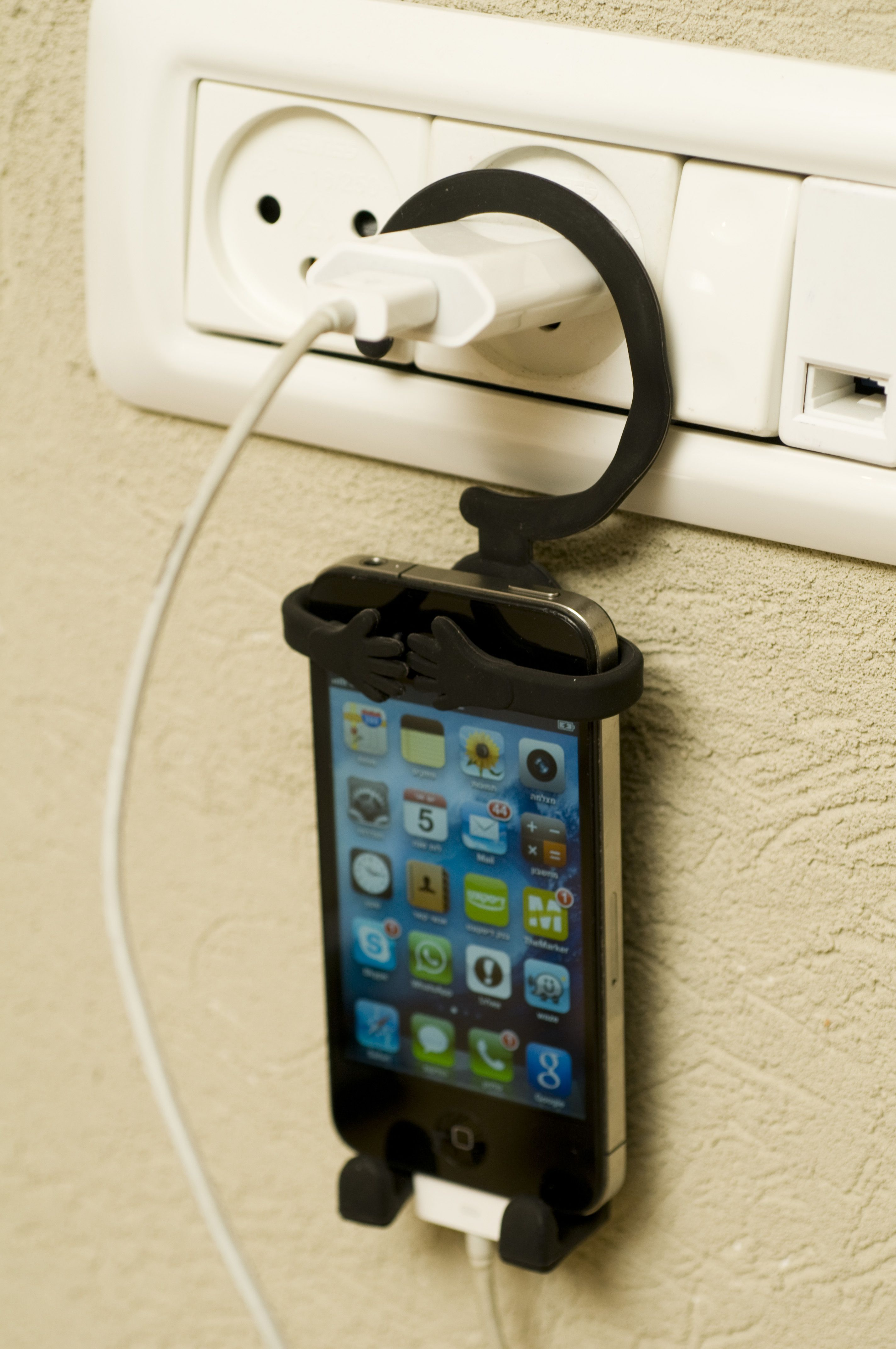 Hang your cellphone while charging. #iphone #holder #case #ibondi ...