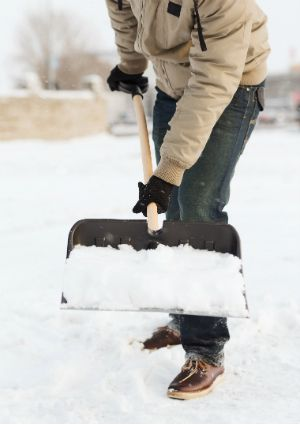 Quick Tip Speed Up Snow Shoveling With Cooking Spray Shovel