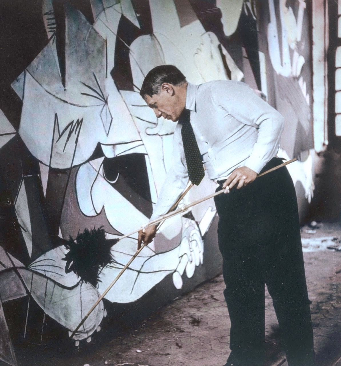 """Pablo Picasso working on """"Guernica"""", 1937. Photo by Dora Maar ..."""