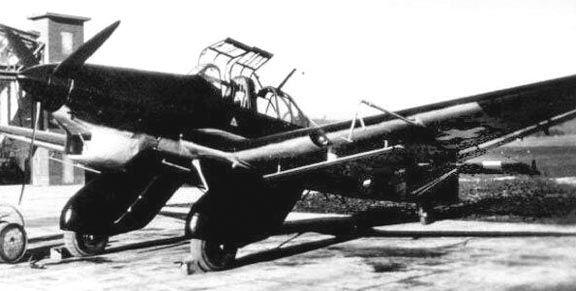 Una vez que la Luftwaffe perdió la superioridad aérea en todos los frentes, el Ju 87 pasó a ser una vez más un blanco fácil para los cazas enemigos. A pesar de esto, debido a que no tenía un sustituto mejor, el modelo continuó en producción hasta 1944.