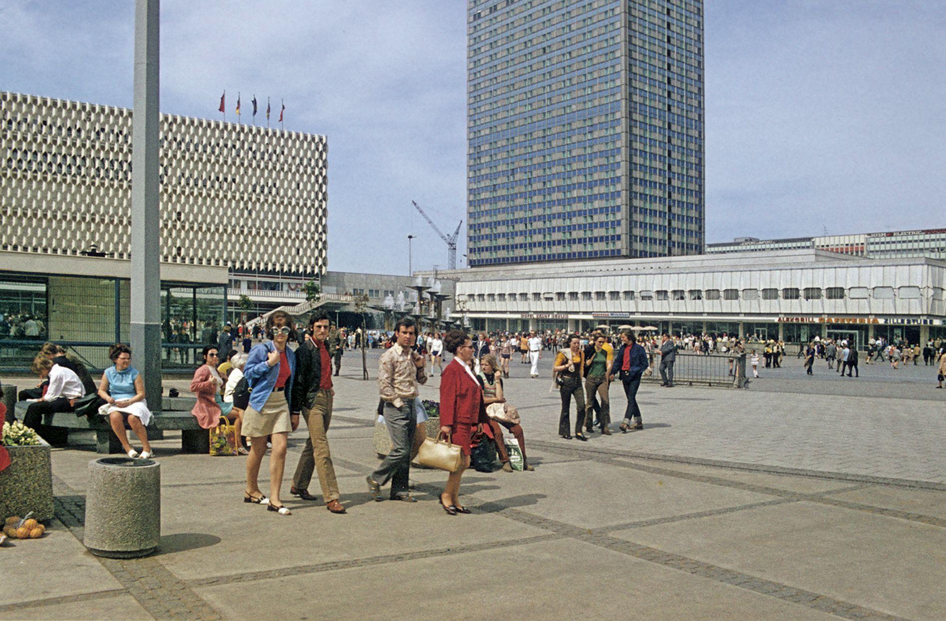 Alexanderplatz Centrum Warenhaus Interhotel Stadt Berlin Berlin East Berlin East Germany