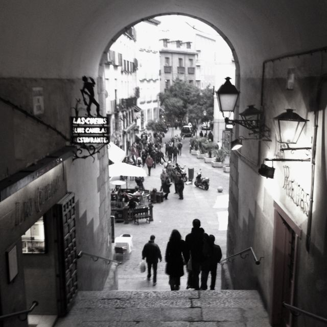 Cute Streets Of Plaza Mayor In Madrid Espana Viajes Spain