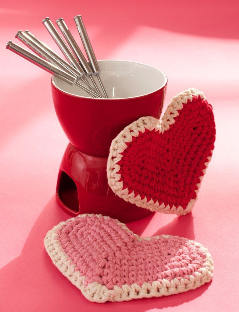 Love Handle Hot Pad in Lily Sugar and Cream Solids | Valentines ...
