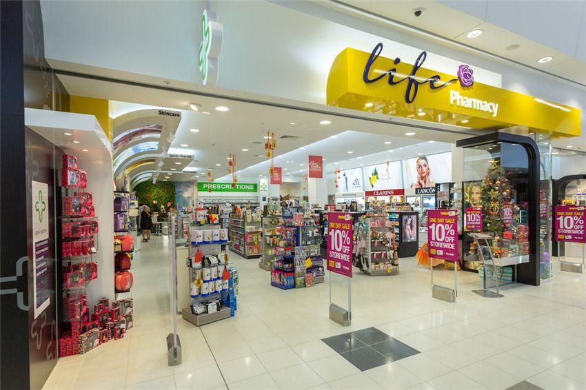 Modern Retail Medical Shop Interior Design 011 Retail Shop