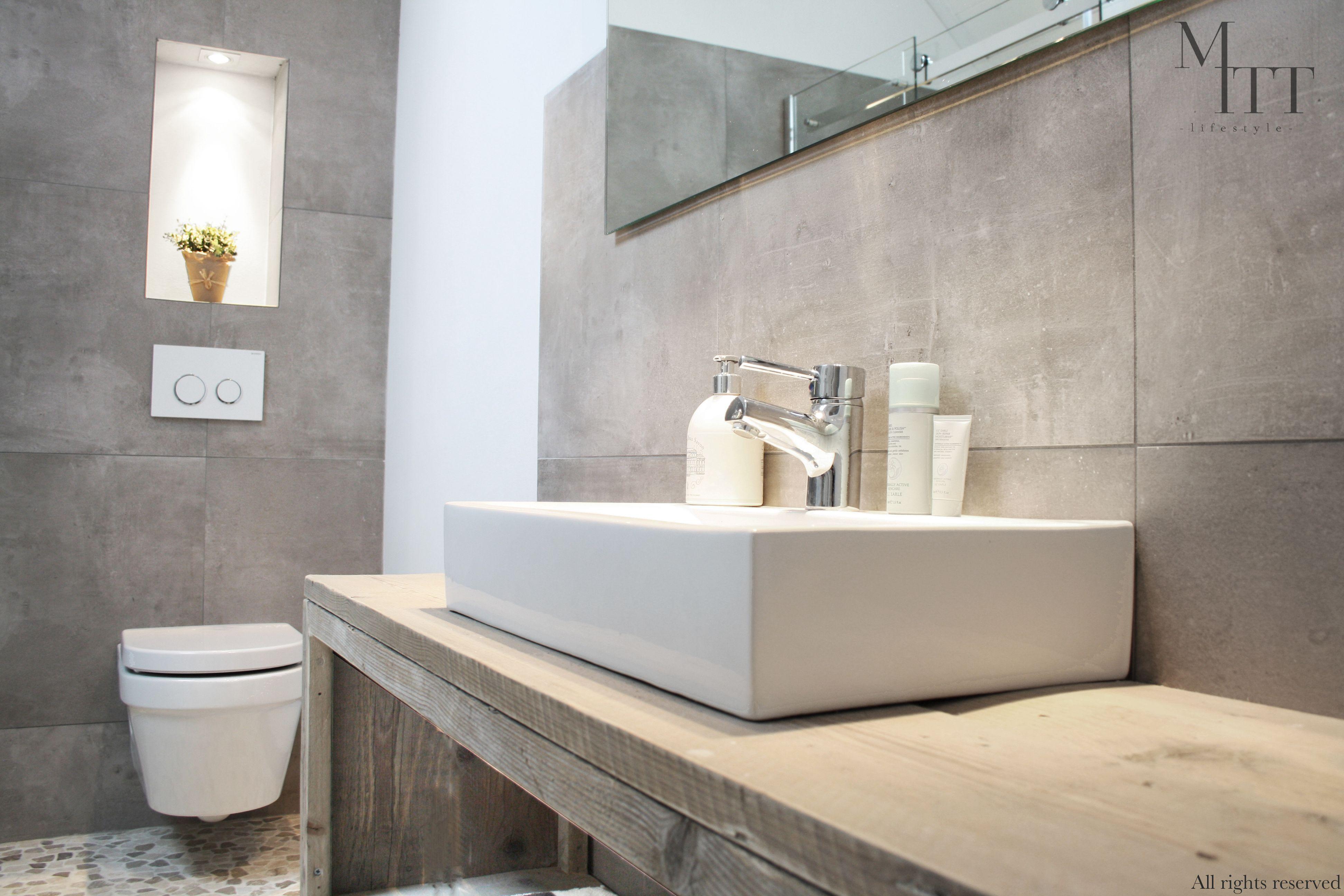 Geheel badkamer ontwerp door www.mittlifestyle.com \