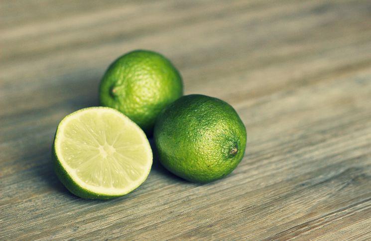 How to Lighten Acne Scars using Lemon? - http://www.newsduet.net/how-to-lighten-acne-scars-using-lemon/
