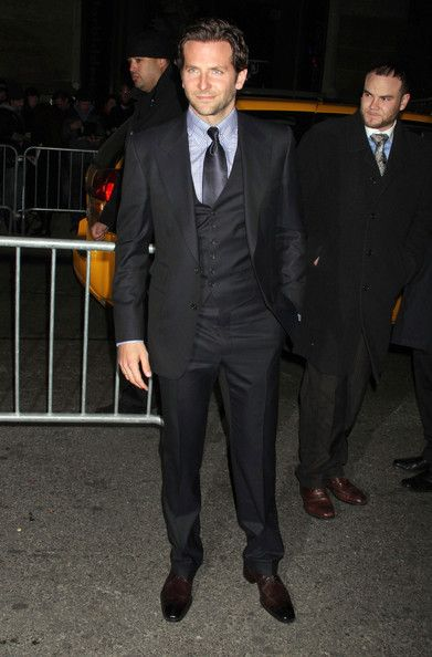 327530bdbeb877 bradley cooper - limitless premiere - 3 piece tom ford navy - ideal suit!