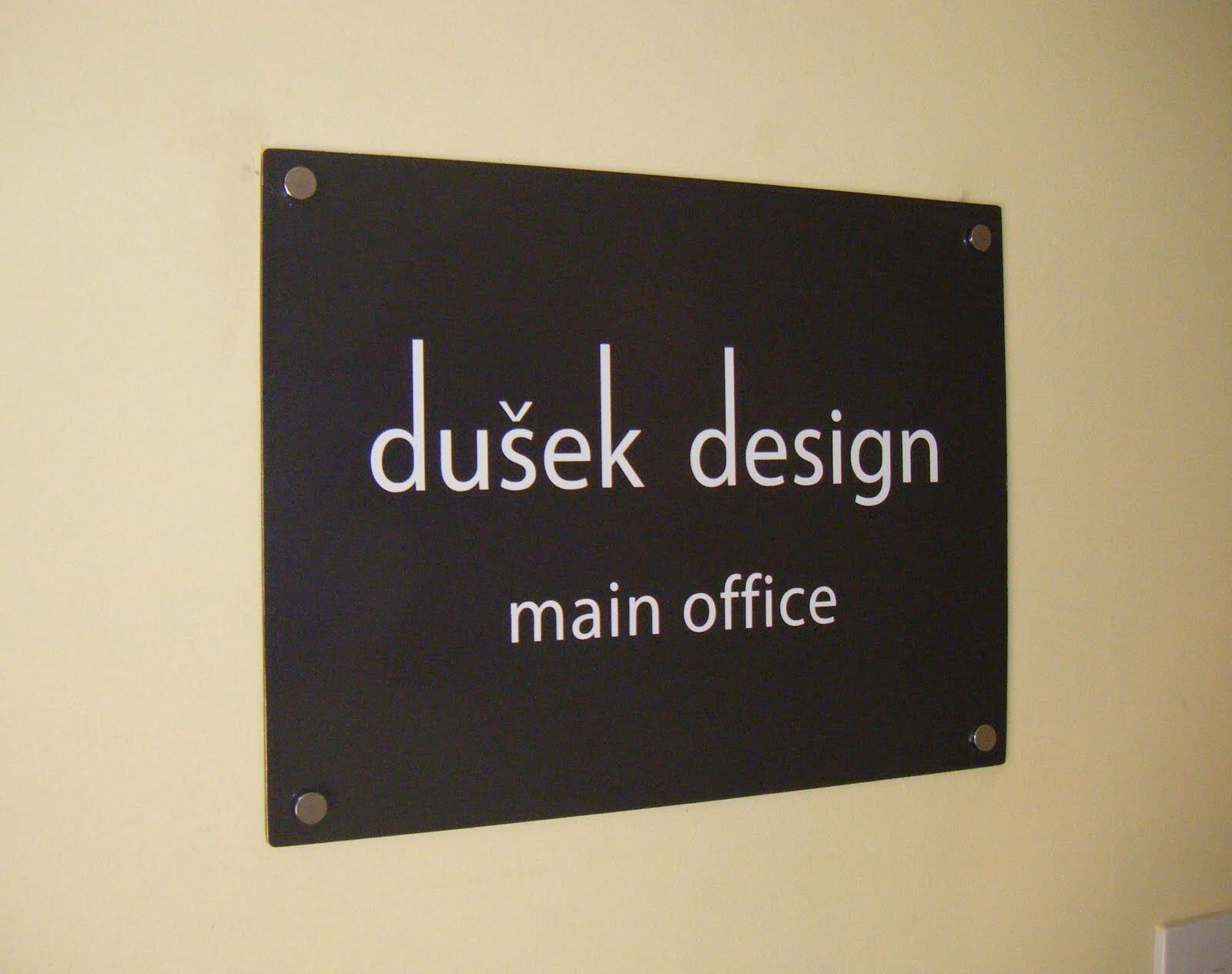 이미지 출처 http://gaby.fachrul.com/img/officedecorationalam/design-office-signage/lower-road-signs-october-20091600-x-1264-120-kb-jpeg-x.jpg