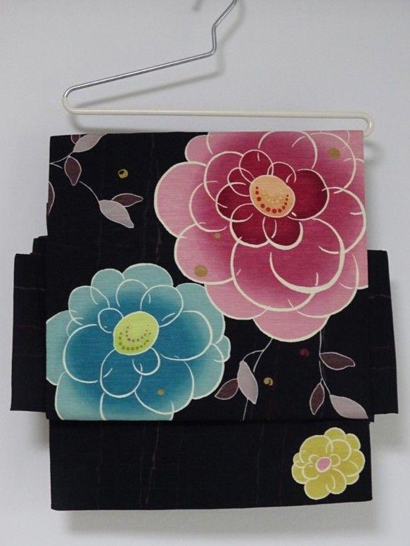 ★オーダー品ですので、他の方のご購入はご遠慮ください。お手持ちの開き名古屋帯での造り帯をご注文いただきました。織柄のある黒地に落ち着いた色合いの大きな花柄の帯... ハンドメイド、手作り、手仕事品の通販・販売・購入ならCreema。