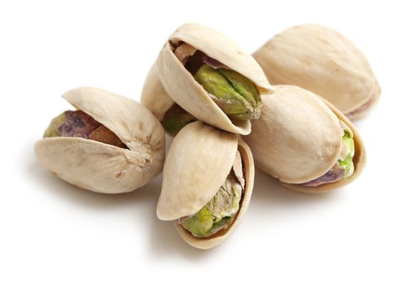 "7 Foods You Should Eat Every Day Nuts make the healthy list. They're full of heart-healthy omega-3s plus muscle-building protein. Their only downfall is their high calorie counts, so be sure to stick within a serving size. Get the most bang for your caloric buck by picking pistachios. ""Pistachios give you the most—49 nuts—compared to almonds with 23 pieces or cashews with about 18 nuts"