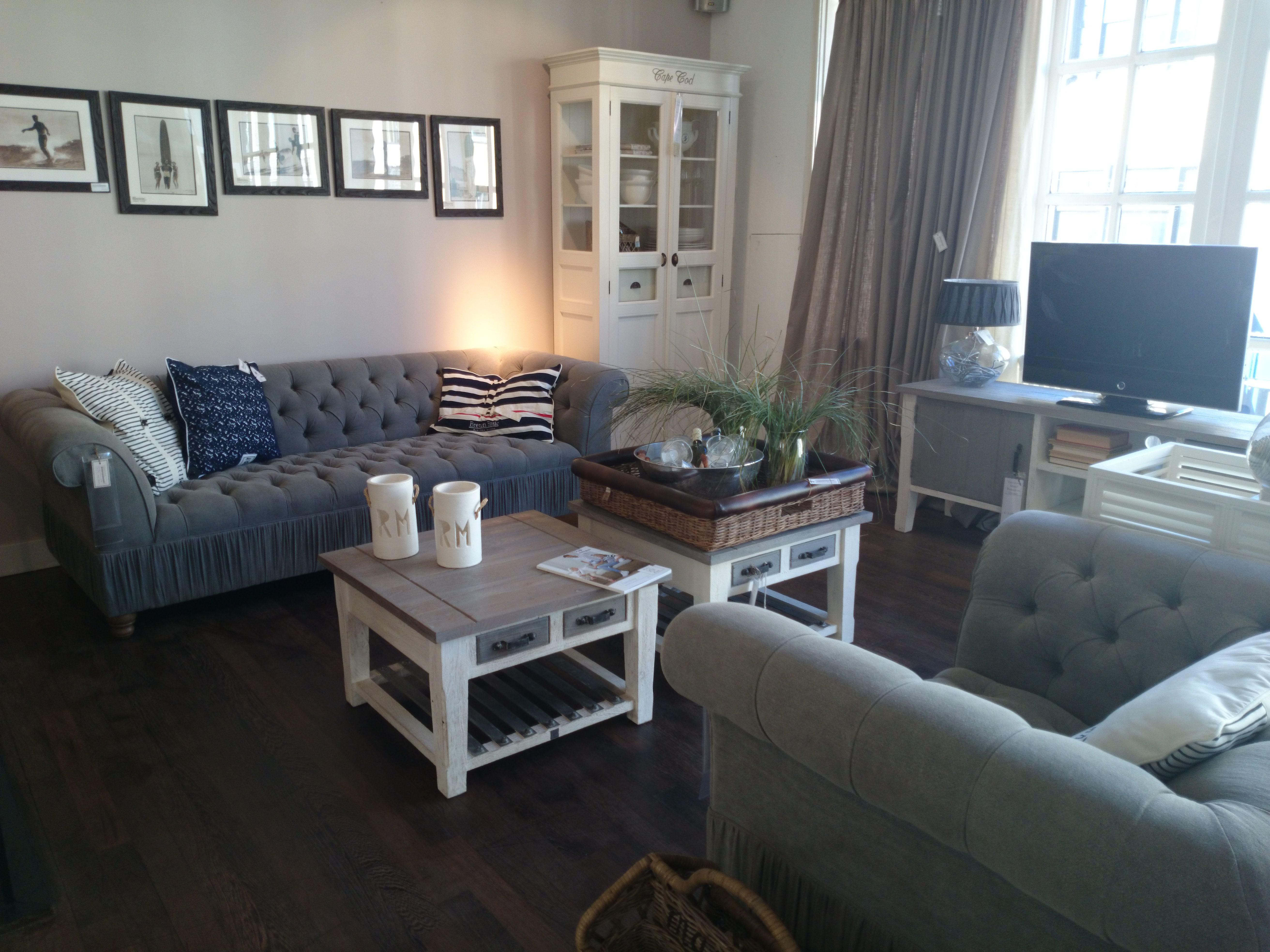 Op onze eerste verdieping hebben wij een leuke woonkamer opstelling ...