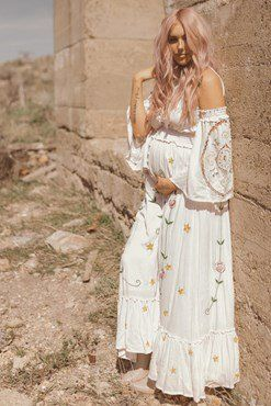 35bd63d5953 Maternity Photo Ideas and Inspiration