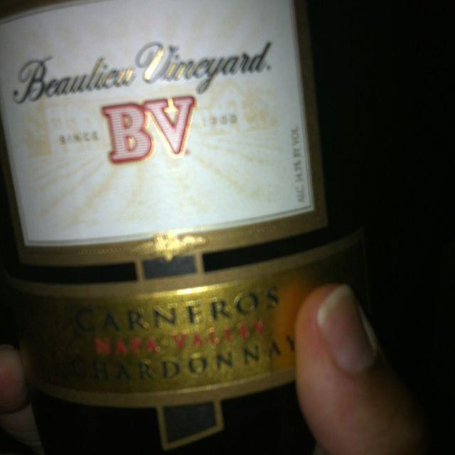 Beaulieu Vineyards (@bvwines) '08 Carneros Chardonnay: honeysuckle, white peaches, orange blossom, candied lemon, vanilla cream soda, cinnamon dusted pineapple and nutmeg.