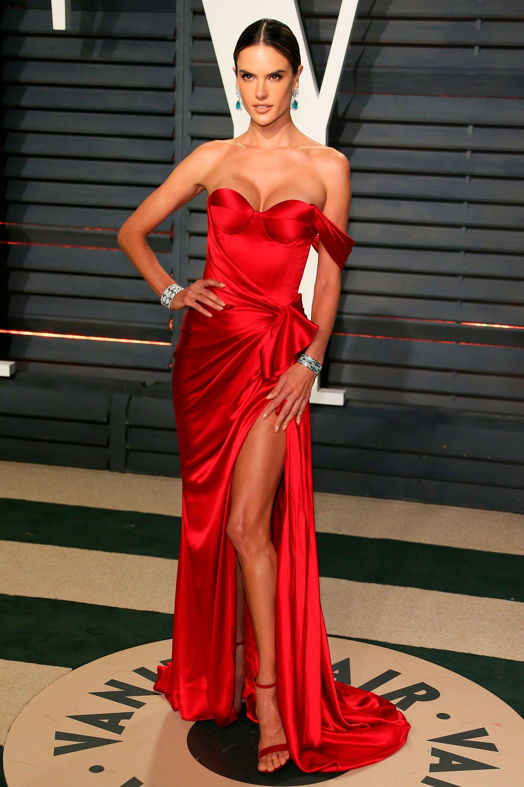 111 Beautiful Red Dresses For Christmas Party Ideas | Red carpet ...