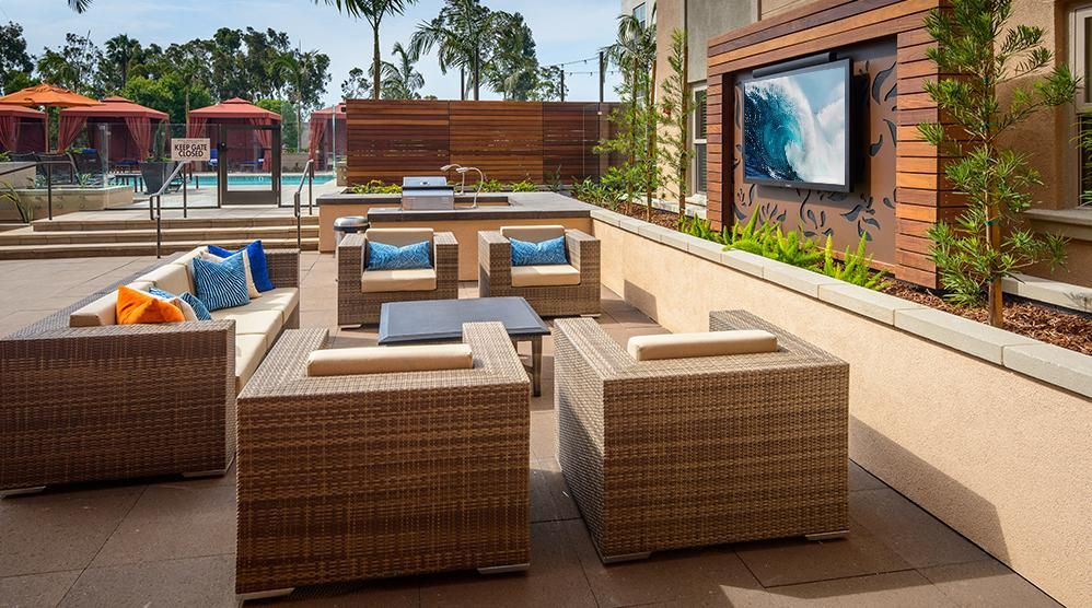 Reata Oakbrook Village Apartments Media Gallery Apartments For Rent Apartment Outdoor Furniture Sets