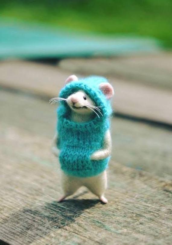 AUF BESTELLUNG! Nadel gefilzte Wolle Maus in der Kleidung Filzmäuse Filztier Maus im Sprung W... #feltedwoolanimals
