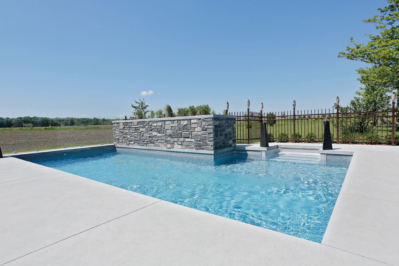 Piscine tr vi fuzion amenagement exterieur pinterest for Installation piscine creusee