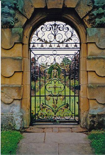 Puerta de los Jardines Rose, del Castillo de Howard El Castillo de
